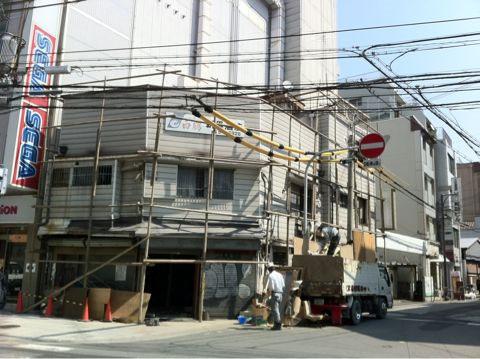 難波中2丁目の立ち呑み屋「新里酒店」が閉店