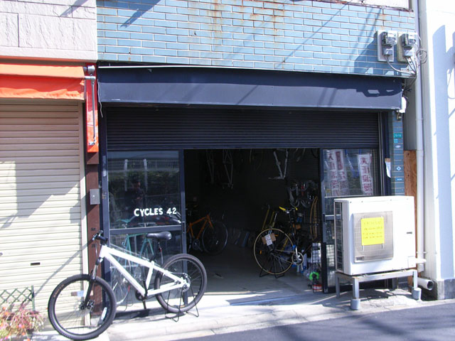 日本橋5丁目にスポーツサイクルショップ「CYCLES 42」がオープン