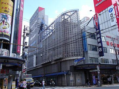 旧「ソフマップ日本橋4号店」跡、建物は当面そのまま活用
