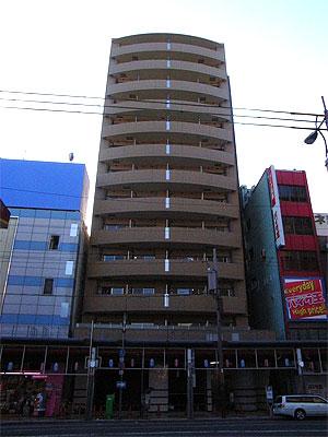 旧名古屋銀行跡のマンション「セレニテ」、1階部分は店舗に