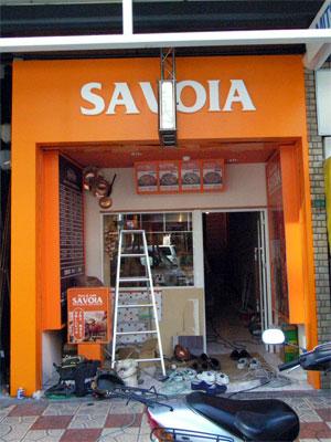 本日オープン予定のピザ店「SAVOIA」、未だ工事中