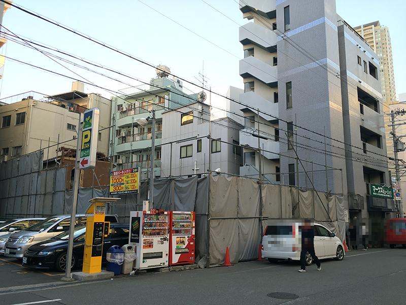 日本橋西1丁目・ますや商店跡の解体工事が進行中