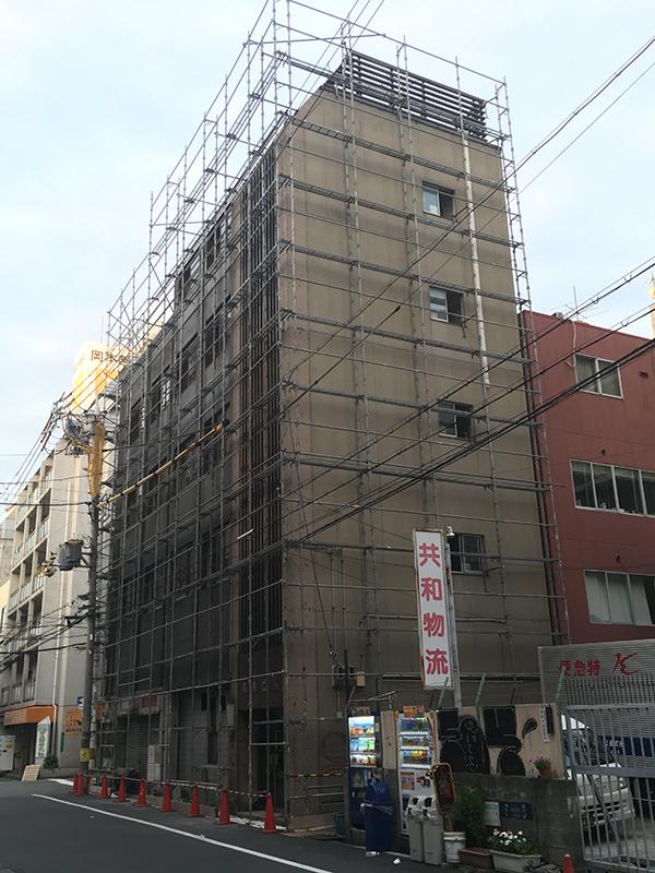 日本橋4丁目・丸勝ビルの解体工事が進行中