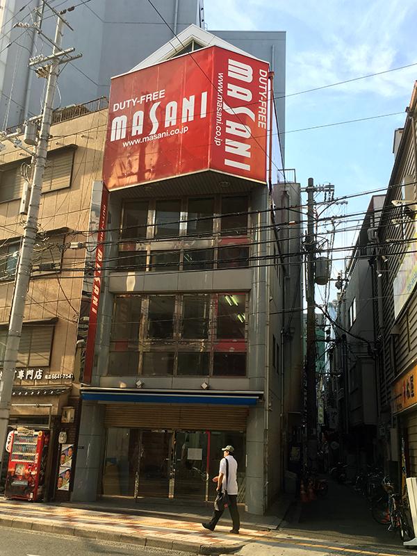 なんさん通りの免税店「マサニ電気」は今月末で撤退へ