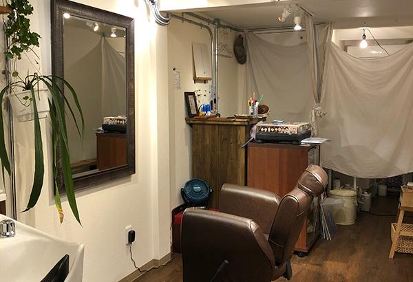 日本橋商店会内に1席だけの小さな理容室「ぽう」がオープン